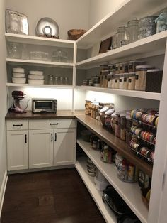 To make the pantry more organized you need proper kitchen pantry shelving. There is a lot of pantry shelving ideas. Here we listed some to inspire you Kitchen Pantry Design, Kitchen Organization Pantry, New Kitchen, Kitchen Storage, Kitchen Decor, Kitchen Ideas, Pantry Ideas, Awesome Kitchen, Organized Pantry