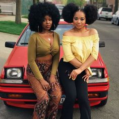 Big Afro hairstyles are basically the bigger and greater version of the Afro hairstyles. Afro which is sometimes shortened as 'FRO, is a hairstyle worn naturally outward by The African American black people. Black Girl Magic, Black Girls, Divas, Curly Hair Styles, Natural Hair Styles, Long Natural Hair, Natural Beauty, Afro Puff, Afro Style