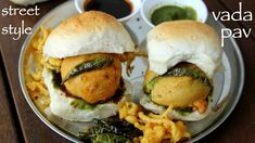 vada pav recipe, how to make vada pav, wada pav with step by step photo/video. a popular indian street food recipe prepared mainly with pav bread and deep fried batata vada stuffing. most commonly…More Vada Pav Recipe, Chaat Recipe, Recipe Recipe, Spicy Recipes, Cooking Recipes, Food Recipes Snacks, Curry Recipes, Recipes Dinner, Cooking Tips