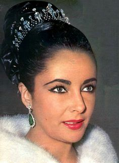 Elizabeth Taylor wearing the diamond tiara given to her by third husband Mike Todd. He said she was his queen, and she said he was his king. Notice she is wearing her BVLGARI emerald earrings.