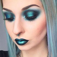 """Peacock"" pigment @makeupaddictioncosmetics on both lips and eyes"