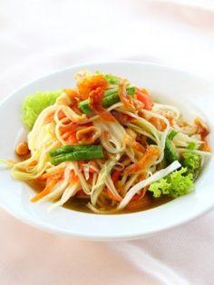 Thailand - My Favorite Foods: Som Tum/Papaya Salad. http://foodmenuideas.blogspot.com/2013/11/thailand-my-favorite-foods.html