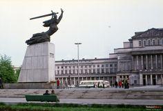 pl. Teatralny - Pomnik Bohaterów Warszawy - Teatr Wielki, 05.1973. (fot. Helmut Lauterbach)