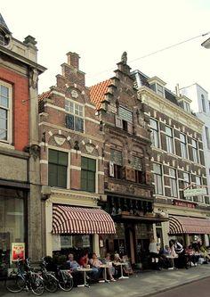 Dordrecht - Het gildehuis 'Crimpert Salm' (1608) heeft één van de fraaiste renaissancegevels van de stad. Visstraat 3-5