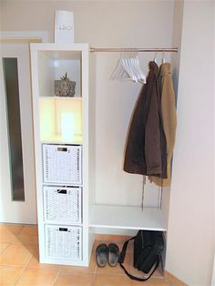 12 tips for using the original IKEA Kallax / Expedi Tipps für die Nutzung der originalen IKEA Kallax / Expedit Regal / Schränkchen-Serie!, 12 tips for using the original IKEA Kallax / Expedit shelf / cabinet series! Small Apartment Hacks, Small Apartment Closet, Ikea Studio Apartment, Small Apartment Storage, Small Apartment Furniture, Expedit Regal, Ikea Expedit, Ikea Storage, Storage Ideas