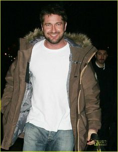 Gerard Butler and His Waverly Women: Photo Gerard Butler makes a smiley exit from The Waverly Inn with another gal pal (again! Gerard, as usual, flipped the birdie… Pretty Men, Gorgeous Men, Beautiful People, Look At You, How To Look Better, Waverly Inn, Good Time Today, Actor Gerard Butler, Bradley Cooper