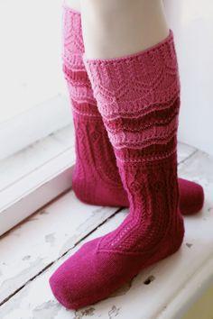 Roosa nauha neuleohjeet, villasukka, Taitojärjestö, Taito Pirkanmaa Knitting Socks, Hot, Knits, Fashion, Tricot, Tutorials, Knit Socks, Moda, Fashion Styles