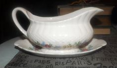 Quite vintage (1930s) RARE! Simpsons Potters Finsbury hand-decorated gravy | sauce boat and lugged, oval underplate. Solian Ware