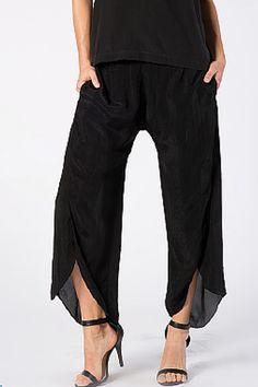 NORDSTROM'S QUALITY BLACK HI-LOW CAPRI STYLE PANTS WITH SLIT LEGS!