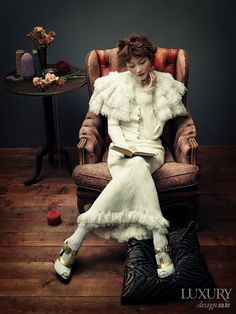 "d'après le tableau de Alfred Stevens  ""lecture""(1856) Alfred Stevens, Victorian Paintings, Books To Read For Women, Political Art, Edgar Degas, Woman Reading, Love Photos, Book Nooks, I Love Books"