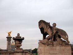 """""""Lion à l'enfant"""" de Georges Gardet (1900)_Pont Alexandre III (côté Rive droite en aval)_(8è Arrt)_Paris (France)_2014-10-24 © Hélène Ricaud-Droisy (HRD)"""