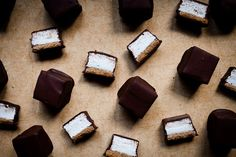 Pin for Later: Oreos, Ho Hos, Pop-Tarts, and More, Hold the Scary Ingredients Mallomars Mallomars are in season year-round when you're armed with this recipe. Marshmallow Desserts, Recipes With Marshmallows, Homemade Marshmallows, Roasting Marshmallows, Homemade Candies, Homemade Food, Homemade Gifts, Just Desserts, Delicious Desserts