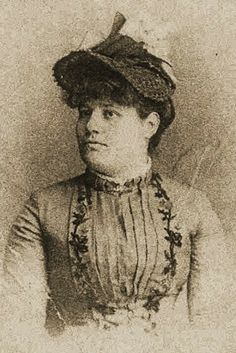 This is and image of Paulita Maxwell, the daughter of Lucian Maxwell and the alleged love of Billy the Kid. Texas History, Family History, William H Bonney, Vintage Photographs, Vintage Photos, Old West Photos, Billy The Kids, Mountain Man, Cowgirls