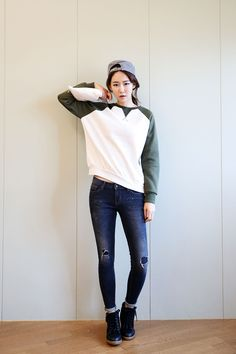 Sleeve Color Round Sweater