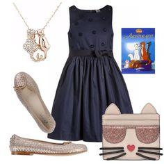 Outfit elegante per una bimba. Abito blu con corpino lavorato, fascia in vita e gonna a campana. Ballerina con lavorazione intrecciata dorata. Piccola pochette con musino di gatto. Ciondolo dorato con brillantini, immancabile lettura felina!