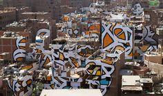 """El Seed: Perception El Seed Arap kaligrafi sanatını sokaklara taşıyan bir kaligrafiti (grafiti-kaligrafi) sanatçısı.Sanatçı yeni projesi Perception'da """"algı""""yı -bir toplumun farklılıkları nedeniyle bir zümreye farkında olmadan uyguladığı yargı ve yanlış algılamayı- sorguluyor."""