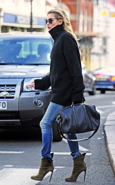 Model-Off-Duty Style: Get Kate Moss' Ultra-Chic Turtleneck Look