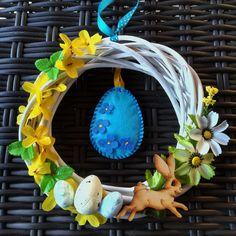 Tavaszi kopogtató tojással Átmérője 20 cm Mindegyik saját készítésű, minden része szárított, így akár évekig az otthon éke lehet. Minden díszből csak 1 db készült. Ezeket biztonságosan postázni is tudom, személyesen pedig Szigetszentmiklóson és környékén vehetőek át Minden, Symbols, Glyphs, Icons