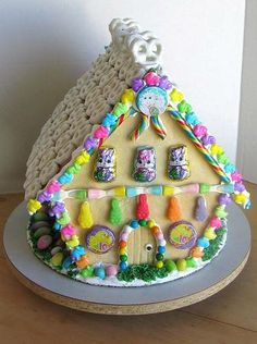 Easter Gingerbread House- something to do with my nieces/nephew or cousins!