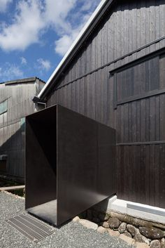 Fukuchiyo Sake Brewery / yHa architects - Fragments of architecture Modern Entrance, Entrance Design, Black House Exterior, Small Buildings, Modern Barn, Space Gallery, Home Improvement Projects, Architecture Details, Building Design
