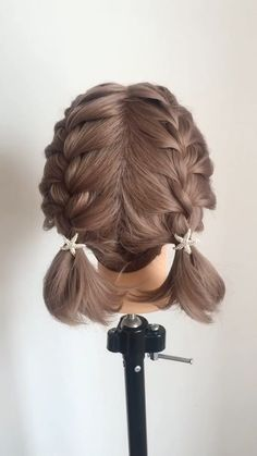 Every hair style that can be named leisure will certainly bring elegant temperament, making girls look as if they are the grass and trees of nature, very relaxed and self-satisfied. Prom Hairstyles For Short Hair, Casual Hairstyles, Easy Hairstyles, Girl Hairstyles, Teenage Hairstyles, Short Hair Styles Easy, Celebrity Hair Stylist, Braided Hairstyles Tutorials, Hair Looks