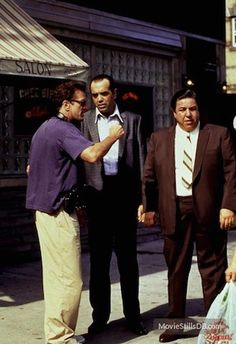 Robert De Niro directing Chazz Palmintieri in 'A Bronx Tale'. A Bronx Tale, Gotham City, Great Movies, Movies And Tv Shows, Movie Stars, Actors & Actresses, Behind The Scenes, Movie Tv, Films