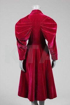 An Elsa Schiaparelli couture deep fuchsia velvet coat www.vintageclothin.com