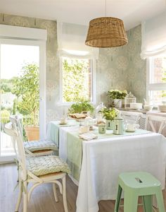 Kitchen green wallpaper 70 New Ideas Kitchen Office, Kitchen Nook, White Cabinets White Countertops, Rustic Napkins, Kitchen Wall Decals, Happy Kitchen, Cottage Style Homes, Green Wallpaper, Dream Decor