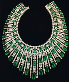 Photo courtesy of Sotheby's Mom Jewelry, High Jewelry, Modern Jewelry, Bridal Jewelry, Jewelry Design, Jewellery Sale, Jewelry Stores, Emerald Necklace, Emerald Jewelry