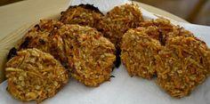 Na prípravu FIT sušienok potrebuješ:  – dve mrkvy – dva jabĺčka – ovsené vločky (10 PL) – škoricu – med – prevarenú vodu