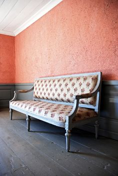 | Set: Tottesund Mansion (1800) (Vöyri, Finland) Entryway Bench, Dining Bench, Danish Interior, Danish Style, Just Peachy, Love Seat, Manor Houses, Mansions, Finland