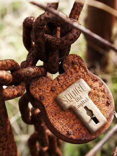 Amazing Rusty Finds - #searchlocated - Rusty chain and padlock