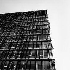 London. #vscocam #vscovisuals #vscolovers #vscoinspiration  #bestofvsco #lookingup_architecture #p3top #instasexta #vsco #vscogood #instainspiration #igers_london #london #londonarchitecture #minimalmood #minimalexperience #minimal #minimalist #minimalism #peoplescreative #folkgood #nothingisordinary_ #nothingisordinary #rsa_minimal  #bomregisto #jj_detail #faded_world #lookingupatbuildings #lookingup_architecture by valentinaloureiropereira