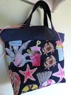 bolsa+de+mão+confeccionada+em+tecido+100%+algodão,+forrada+com+plástico,+ideal+para+você+levar+seu+lanche+ou+refeição+no+trabalho+ou+escola. R$ 44,00