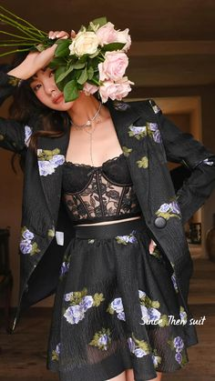 New Outfits, Cute Outfits, Fashion Outfits, Retro Fashion, Vintage Fashion, Suits For Women, Clothes For Women, Romantic Outfit, How To Pose