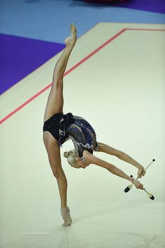 Yana Kudryavtseva (Russia) got 17.883 points for CLUBS in all-around finals at Olympic Games 2016 (dropped a club at the end:(
