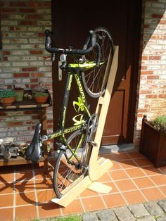 Love the roll up stand and the bicycle maintenance stand! I'm so looking forward to making these!DIY Ideas: 9 Bike Stands You Can Make Yourself Bike Stand Diy, Bike Repair Stand, Diy Bike Rack, Bike Hanger, Bicycle Stand, Bicycle Storage, Bicycle Rack, Bike Stands, Bicycle Basket