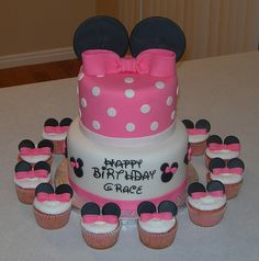 mini mouse cake and cupcakes Más Mickey Mouse Wedding, Minnie Mouse Baby Shower, Minnie Mouse Theme, Mini Cakes, Cupcake Cakes, Cupcakes, Minni Mouse Cake, Mini Mouse, Cake Creations