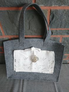 The bag is made of grey felt, at the front with a small bag Sewn on from a setiary Cutlery bag It is 35 x 28 cm tall Shopper, Felt, Michael Kors, Etsy, Sewing, Pattern, Bags, Fashion, Small Bags