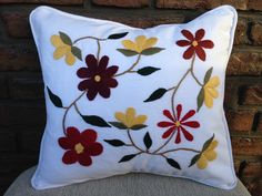 I magen relacionada Cushion Embroidery, Hand Work Embroidery, Embroidery Needles, Crewel Embroidery, Hand Embroidery Designs, Embroidery Patterns, Handicraft, Decorative Pillows, Pillow Covers
