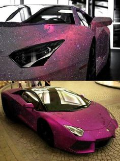 Belle voiture rose brillante