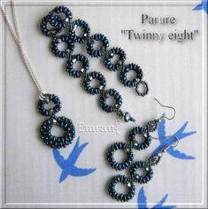 """""""Twinny Eight""""    Bonsoir à tous,    petite parure faite avec ces perles que j'adore,    j'ai nommé les Twin-hole beads de Preciosa,    hyper facile et rapide à faire    dommage que les photos de rendent pas justice,    on remarque très peu l'irisé des perles :"""