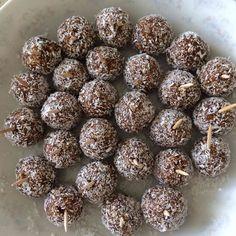 Diyet Tatlı Topları Tarifi Nasıl Yapılır?Diyet Tatlı Topları Tarifi'nin detaylı anlatımı için fotoğrafa tıklayın.Diyet tatlı tarifleri,diyet yemek tarifleri