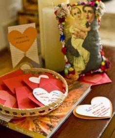 Que tal montar um cantinho de correio elegante ao lado de uma imagem de Santo Antônio? #festajunina