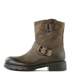 OXS-Stiefelette-1189-Women-Braun-Rossi&Co #chirstmas #weihnachts #geschenk #ideen #present #ideas #gift #inspiration #shoes #women #fashion #boots #gold #black #shiny #madeinitaly #oxs