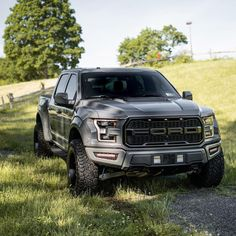 Watch how satisfying Ford Raptor is Being Made! Suv Trucks, Lifted Ford Trucks, Jeep Truck, Pickup Trucks, Diesel Trucks, Truck Camper, Pickup Camper, Jeep Pickup, Suv Cars