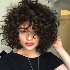 Short curly hair 2018 - New Hair Styles ideas Short Layered Curly Hair, Short Curly Haircuts, Short Curls, Curly Hair Cuts, Permed Hairstyles, Short Hair Cuts, Curly Hair Styles, Natural Hair Styles, Bob Haircuts