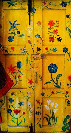 Imagine living in a place where the doors get painted like this Old Doors, Windows And Doors, Yellow Doors, Deco Boheme, Unique Doors, Painted Doors, Door Knockers, Doorway, Door Design