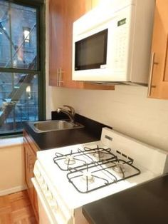 Studio Apartment Upper East Side Manhattan lexington avenue between 95th & 96th streets - upper east side