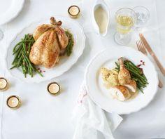 Herrlich zartes Geflügel, aromatische Füllung und Weißweinsahne. Dazu passen Bohnen mit Speck. Einfach prächtig!
